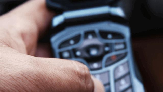 Günümüz Çocuklarına Hiçbir Anlam İfade Etmeyen Zamanının 10 Muhteşem Teknoloji Ürünü-Tuşlu Telefonla Mesaj Yazmak