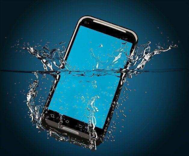 Suya düşen telefon nasıl onarılır? 1