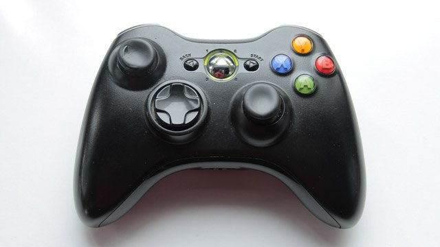 Xbox veya PlayStation kontrol cihazı (kablolu veya kablosuz)