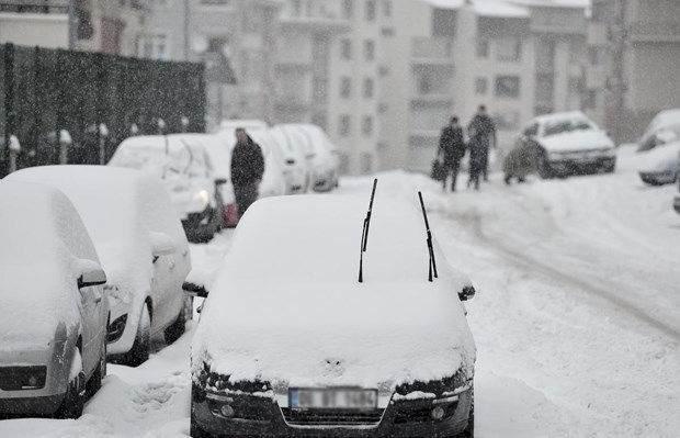 Karlı ve Buzlu Havalarda Nasıl Araç Kullanılır ?
